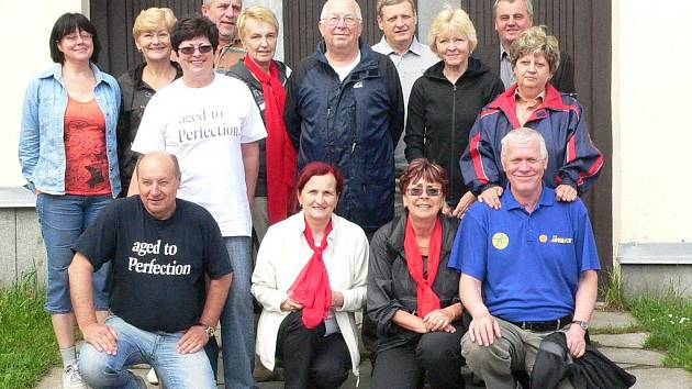 Abiturienti se sešli po 40 letech, po společném foto se jde volit.