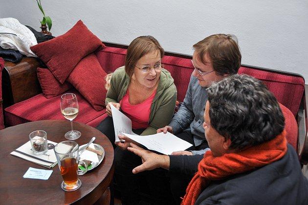 Ve vimperské Kavárně Ve Skále proběhl ve středu 21.listopadu poetický večer.