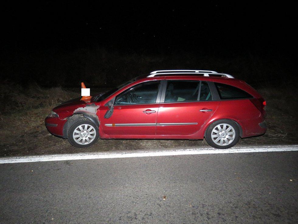 Při cestě z Prachatic na Libínské Sedlo spadla vlivem silného větru na osobní automobil větev.