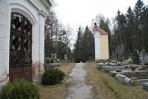Lesní hřbitov ve Lhenicích