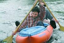VLTAVA S REGISTRACÍ. Ze Soumarského mostu pojedou vodáci do Pěkné po většinu roku po zaregistrování.