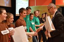 Vyhlášení vítězů matematicko-fyzikální soutěži ve Vimperku.