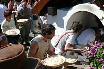 Od dubna do prosince vždy každou poslední sobotu v měsíci roztopí lenorskou pec, ve které Augustin Sobotovič prče chléb, lenorské česnekové placky a houstičky.