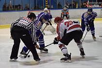 Druhé čtvrtfinále play off: HC Vimperk - HC Strakonice 4:3 po nájezdech.