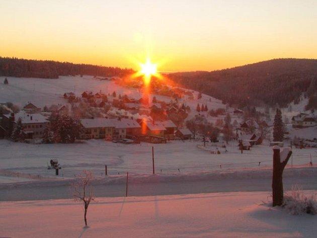 Dnešní východ slunce na šumavské Kvildě.