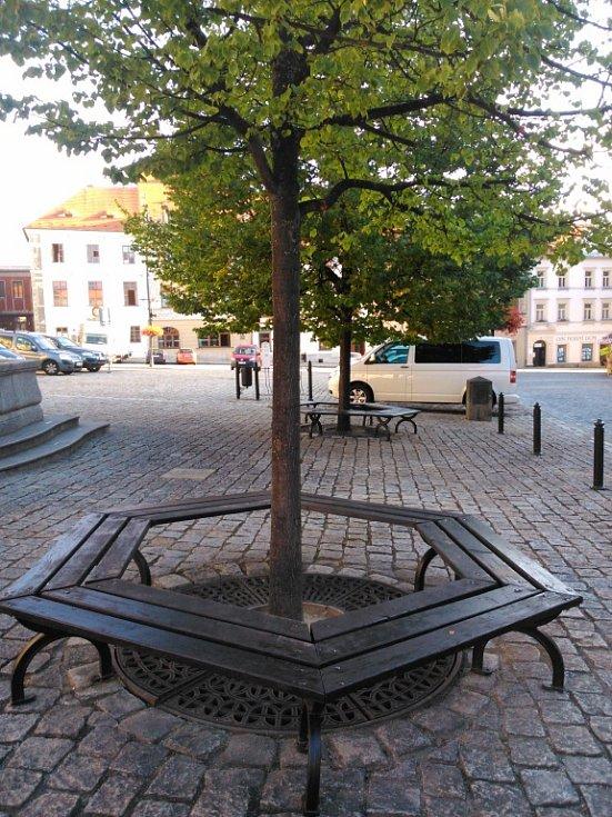 Mobiliář prachatických parků a zákoutí.