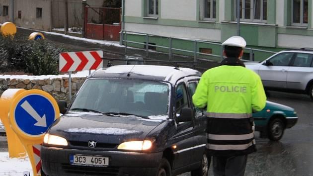 V pátek ráno nedobrzdil na náledí řidič v Prachaticích v Pivovarské ulici.