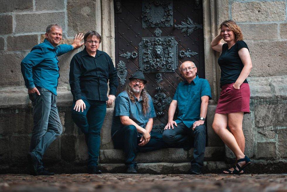 Kapela Spolektiv zahraje v pátek 18. října v Prachaticích.