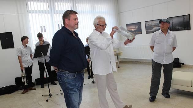 Jiří Plachý vystavuje fotografie Šumavy ve volarské galerii.