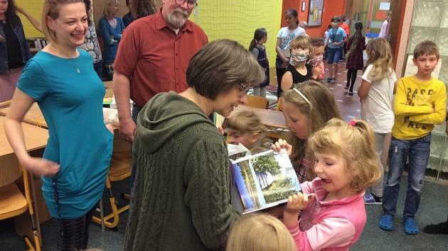 Školáci z montessori se loučili.