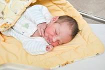 JAROSLAV POSPÍŠIL, ZDÍKOV. Narodil se v pátek 1. března v 17 hodin a 28 minut ve strakonické porodnici. Vážil 4000 gramů. Rodiče: Jana a Jaroslav.