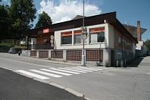 Prodejnu nábytku a květin odkoupí od SD Jednota Vimperk město. Má ji v plánu do budoucna srovnat se zemí a na jejím místě vybudovat přístup do letního sportovního areálu a parkovací místa.