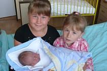 Jindřich Medek se v prachatické porodnici narodil v úterý 23. července ve 12.10 hodin. Vážil 3750 gramů. Rodiče Hana a Jindřich jsou z Prachatic. První fotografování malého Jindřicha si nenechaly ujít sestřičky Dominika (8 let) a Helenka (3 roky).