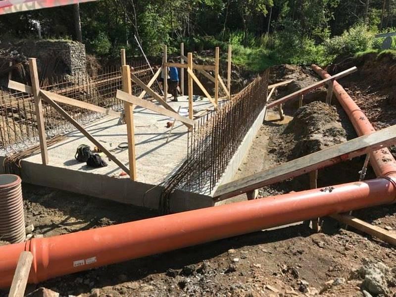 Oprava mostu v Újezdci na Prachaticku.