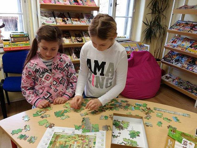 Poslední den strávili malí čtenáři v knihovně při hraní stolních her.