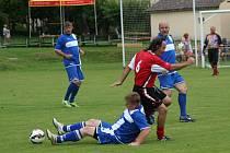 Fotbalovou zkušenost se proti sobě postavila v pouťovém utkání hráčů nad 35 let mezi Lhenicemi a Vlachovým Březím.