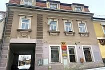 Poštovní dvůr v Husinci by se měl změnit. V objektech vzniknou nové městské byty.