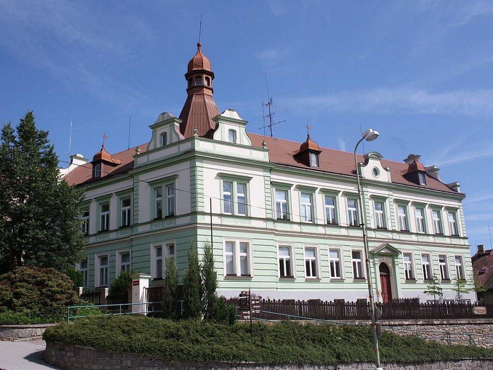 Budova bývalé ISŠL ve Vimperku.