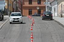 Jánská ulice je momentálně průjezdná pouze směrem do centra Prachatic.