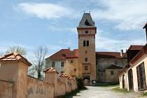 Přístupová cesta k hornímu hradu vimperského zámku.