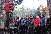 Vimperští gymnazisté lezli v lanovém parku.