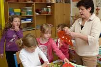 Ve středu trávily děti v Prachaticích prázdniny i výrobou draků.