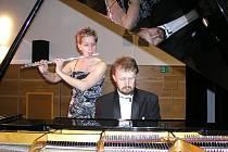 Dne 20. června si mohli návštěvníci vimperského kulturního střediska na koncertu flétnistky Petry Cortio Aragones a klavíristy Jana Tláskala poslechnout hudbu francouzských skladatelů i výběr z děl Fryderyka Chopina.