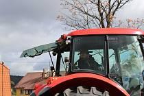 Dvacítka soutěžících se v Šumavských Hošticích pustila do couvání traktorem s vlekem. O zábavu bylo postaráno celý den, bavili se velcí i malí návštěvníci.