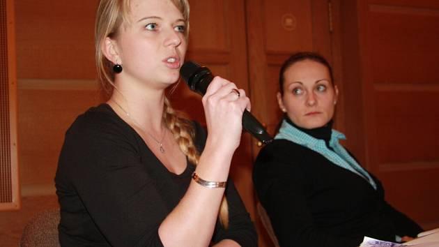 Za spolek Šumava na nohou představily plány na první akci (zleva) Jana Kůsová a Monika Kotherová.