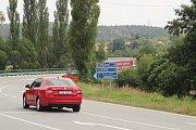 Dopravní značení na objízdnou trasu z Netolic do Podeřiště a Novou Hospodu.
