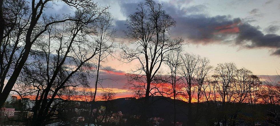 Východ slunce nad Vimperkem.
