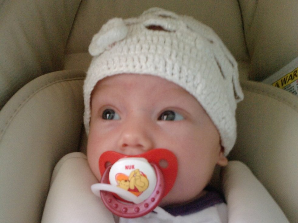 Nella Brabcová se narodila v písecké porodnici  8. června 2012. Holčička vážila 2,55 kilogramu a měřila 48 centimetrů. Domů do Chluman si ji odvezli rodiče Mirka a Radek Brabcovi.