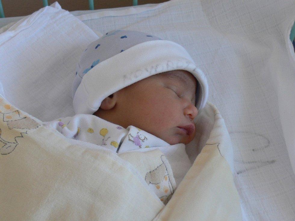 Kristián Kotlár se narodil v prachatické porodnici v sobotu 8. září ve 23.45 hodin. Při narození vážil 2610 gramů a měřil 45 centimetrů. Rodiče Miluše a Vojtěch si prvorozeného syna odvezli domů do Bohumilic.