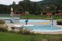 V letošní sezoně by se měli návštěvníci veřejného koupaliště Hulák v Prachticích dočkat příjemné změny. Voda v bazénech by měla být teplejší.