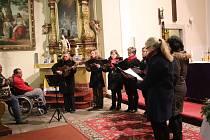 O druhý adventní koncert se postaral prachatický soubor Maraveja.
