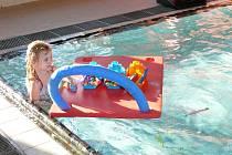 Pro děti byl v prachatickém bazénu připraven den plný her ve vodě.