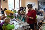 Děti z montessori vyrazily za seniory.