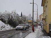 Směrem na Staré Prachatice stojí od rána doprava. Auta se hnou vždy jen o pár metrů.