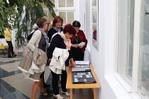 DDM Prachatice vystavuje fotografie z počátků své existence v Zimní zahradě Městského úřadu v Prachaticích.