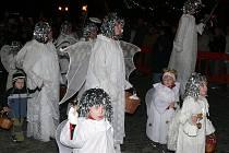 Začátek adventu v Prachaticích odzvonili andělé.