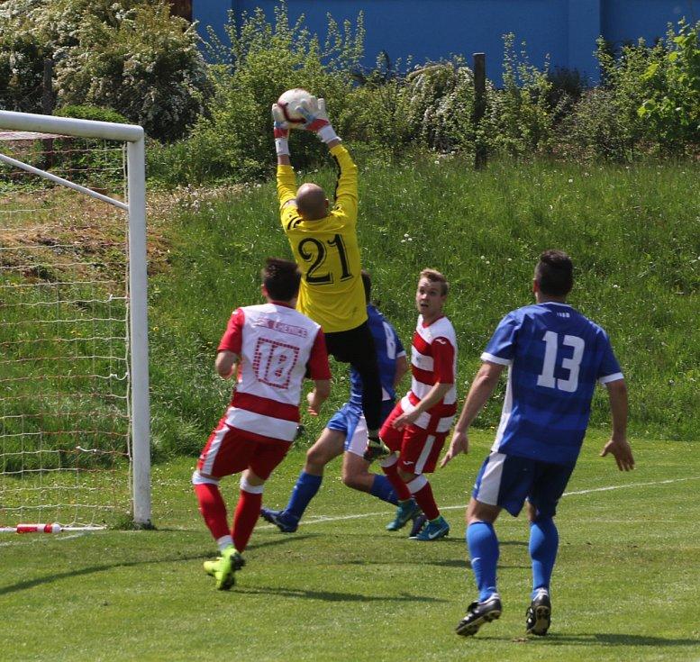 Fotbalová I.A třída: Lhenice - Semice 2:0.