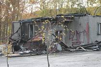 Požár zničil budovu ve Lhenicích.