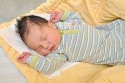 Dominik SONÁK, Vimperk. Narodil se ve středu 31. října ve 13 hodin a 58 minut ve strakonické porodnici, vážil 3970 gramů. Rodiče: Lucie a Zdeněk.