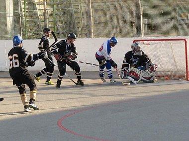 Horalové (v černém) na Betonově dvakrát prohráli.
