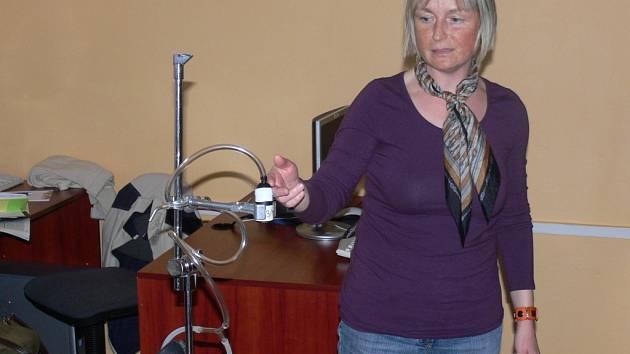 Tisíc litrů vzduchu odebíraly přístroje ve třídách školy. Dohlížela na ně i Ivana Hrubcová