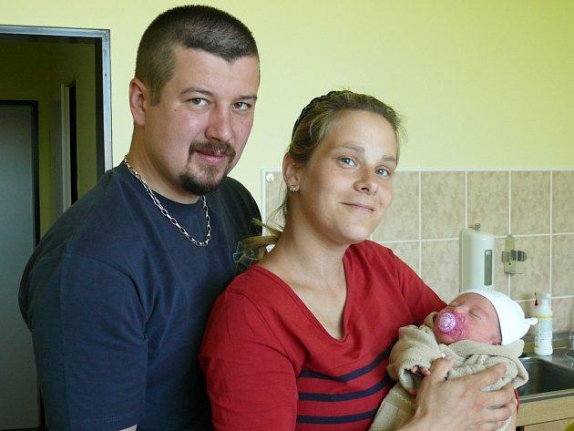 Nicol Chaloupková se v prachatické porodnici narodila ve čtvrtek 14. května ve 14.50 hodin rodičům Ivě a Josefovi. Vážila 2880 gramů a měřila 48 centimetrů. Malá Nicol bude vyrůstat v Truskovicích.