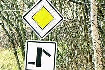 BEZPEČNOST. Bohumiličtí žádají o peníze na nové dopravní značení v obci. Ilustrační foto.