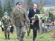 Den válečných veteránů na hřbitově v Prachaticích.