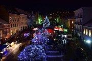 Vimperští prošli zvonkovým průvodem a rozsvítili nový vánoční strom.