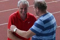Jestli bude mít trenér Tatranu Prachatice Josef Veselý důvod k úsměvu i po sobotním zápase na domácím hřišti, se teprve uvidí. Minulý týden takový důvod po prohře se Soběslaví postrádal.